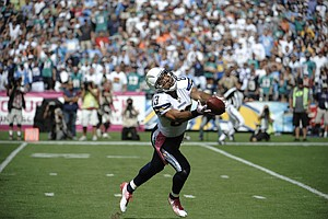 Photo for Former Chargers Wide Receiver Vincent Jackson Dead At 38