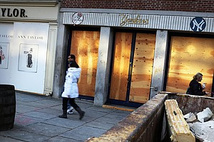 In Lower Manhattan, Sandy Still Keeping Businesses Dark