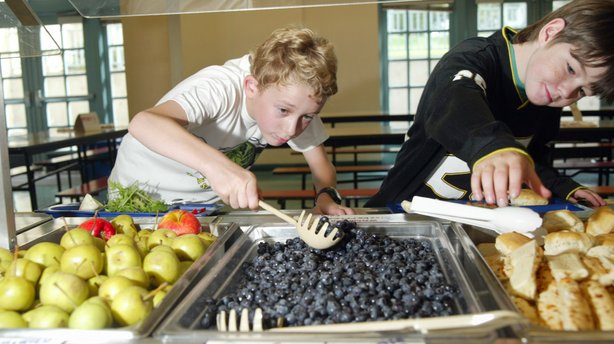 Students select blueberries and rolls from the food line at Lincoln Elementary in Olympia, Wash., in 2004.