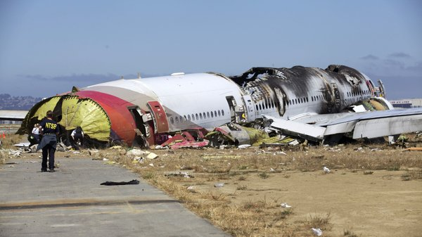 NTSB investigators at the scene of the Asiana Flight 214 ...
